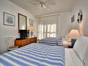 Surfside Condos 204, Apartments  Clearwater Beach - big - 52