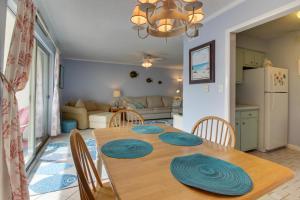 Pensacola Beach Breeze, Holiday homes  Pensacola Beach - big - 1