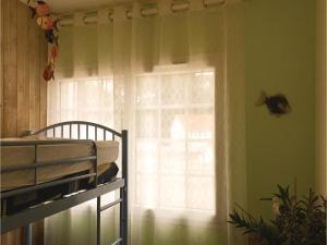 Three-Bedroom Holiday Home in La Tranche sur Mer, Holiday homes  La Tranche-sur-Mer - big - 4