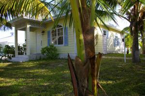 Two-Bedroom Cottage with Garden View Paradise Bay Bahamas