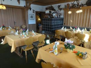 Gasthof & Hotel Goldene Krone, Szállodák  Iphofen - big - 24