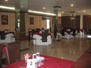 Imperial Hotel, Отели  Kendari - big - 44