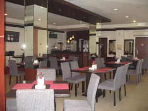 Imperial Hotel, Отели  Kendari - big - 41