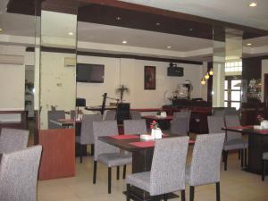 Imperial Hotel, Отели  Kendari - big - 40