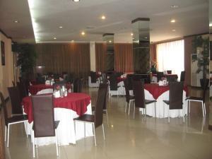 Imperial Hotel, Отели  Kendari - big - 43