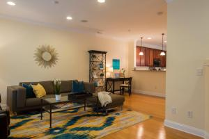LEAGUE 704 | Wesley Heights, Apartmány - Charlotte