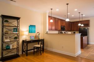 LEAGUE 704 | Wesley Heights, Apartmány  Charlotte - big - 6
