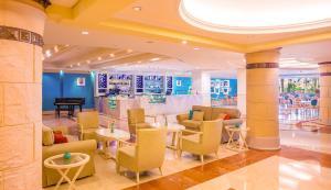 Coral Beach Resort Sharjah, Курортные отели  Шарджа - big - 9