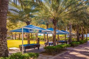 Coral Beach Resort Sharjah, Курортные отели  Шарджа - big - 14