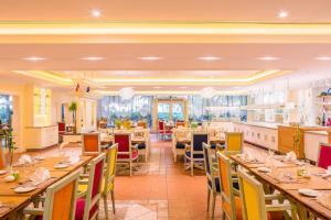 Coral Beach Resort Sharjah, Курортные отели  Шарджа - big - 11