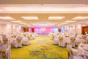 Coral Beach Resort Sharjah, Курортные отели  Шарджа - big - 31