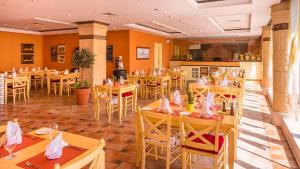 Coral Beach Resort Sharjah, Курортные отели  Шарджа - big - 8