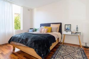 Bright and spacious apartment near Bronte beach