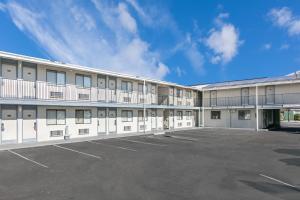Super 8 by Wyndham Bishop, Motels  Bishop - big - 14