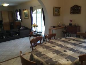 Agréable Villa Vacances avec Piscine Privée, située à Aureille au coeur des Alpilles, proche du centre à pieds, 6 personnes, LS1-275 AGLANIE