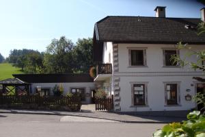 Gästehaus Daurer, Guest houses  Reinsberg - big - 28
