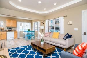 obrázek - Three-Bedroom, Two-Bath Home in Mission Beach