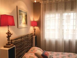 Three-Bedroom Holiday Home in La Tranche sur Mer, Holiday homes  La Tranche-sur-Mer - big - 6