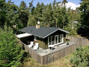 Three-Bedroom Holiday home in Nexø 1, Ferienhäuser  Strandby Gårde - big - 1