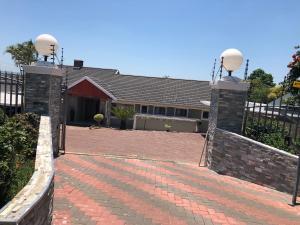 Logos Guest House, Bed & Breakfasts  Pietermaritzburg - big - 20