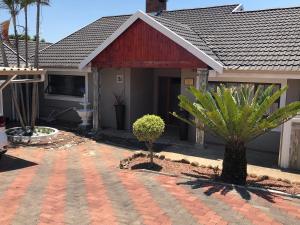Logos Guest House, Bed & Breakfasts  Pietermaritzburg - big - 12