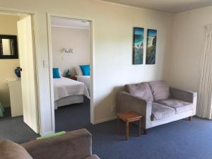 Tipi and Bobs Waterfront Lodge, Turistaházak  Tryphena - big - 98