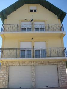 Apartments Šarović
