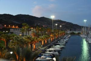 Bilocale Porto Marina degli Aregai - AbcAlberghi.com