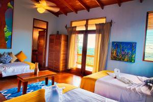 Queen Suite with Sea View Costa Rica Yoga Spa