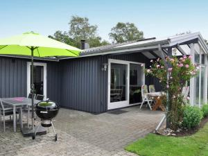 obrázek - Three-Bedroom Holiday home in Juelsminde 7