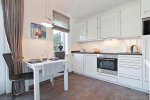 Landhaus Berthin Bleeg Buhne 4, Appartamenti  Wenningstedt - big - 31