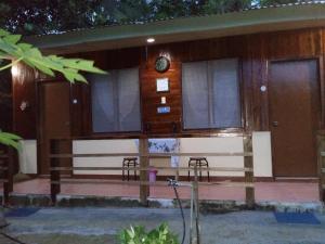 MiL's Hillside Tourist Inn - Tinitian