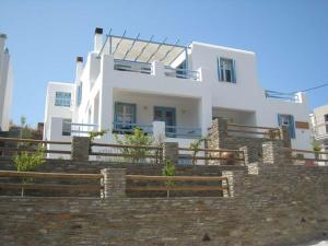 Karaoulanis Apartments Andros Greece