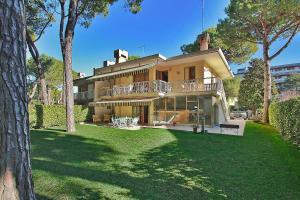 Villa Benny, Holiday homes  Lignano Sabbiadoro - big - 1