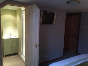 Lodge at Lochside, Отели типа «постель и завтрак»  Bridgend of Lintrathen - big - 2
