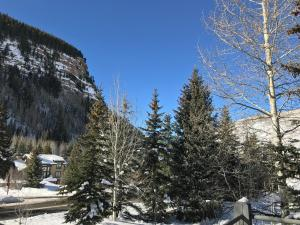 East Vail Mountain & Waterfall View Condo - Hotel - Vail