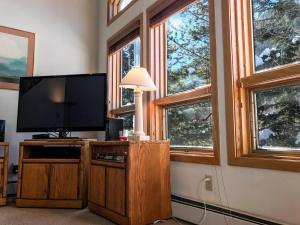 East Vail Mountain&Waterfall View Condo - Hotel - Vail