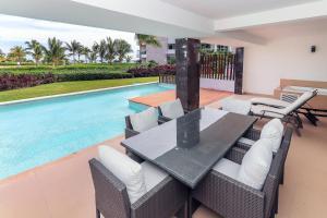 Ocean View Mareazul Condo Rental with Infinity Pool - Condo Agua Dulce, Apartmanok - Playa del Carmen