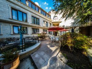 Ambassador Apartments 210 sq.m.