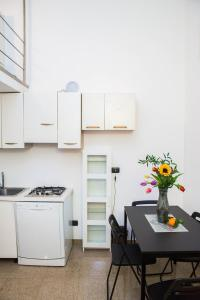 RHO Blumarine Apartment, Apartmanok  Rho - big - 18