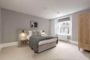 Luxury Georgian City Centre Apartment (Sleeps 6) - Edinburgh