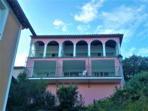 T2 Les Restanques de St Tropez, Апартаменты  Гримо - big - 43