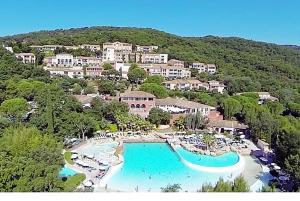 T2 Les Restanques de St Tropez, Апартаменты  Гримо - big - 20