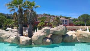 T2 Les Restanques de St Tropez, Апартаменты  Гримо - big - 21
