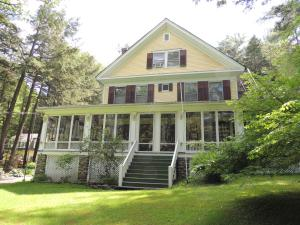 Brookview Manor Inn - Accommodation - Canadensis
