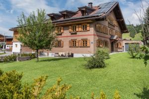 Pepi's Landhaus - Apartment - Zöblen
