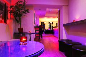Rooms @The Nook Cocktail Bar, Fogadók  Weymouth - big - 31