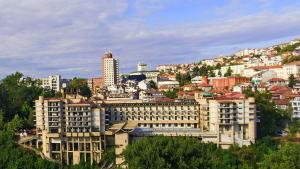 Interhotel Veliko Tarnovo, Отели  Велико-Тырново - big - 1