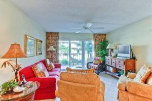 Beach Club 205 Apartment, Apartments  Saint Simons Island - big - 1