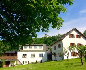 Ferienwohnungen am Burgberg - Harra